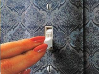 Как декорировать обоями накладки выключателей или розеток