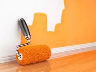 Как красить  стены и потолок