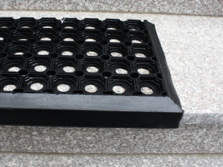 Резиновые покрытия на лестницу - что стоит знать?