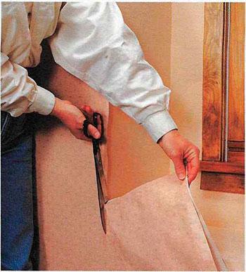 Как наклеить обои вокруг окон и дверей| Способы оклеивания
