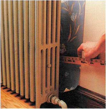 Как наклеить обои за батареей отопления | Способы оклеивания