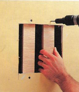 Как заделать крупные отверстия в гипсокартонном листе