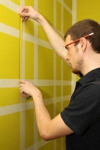 Как покрасить стены в клетку