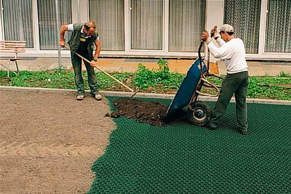 Укладка газонной решетки своими руками