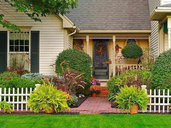 Как оформить палисадник перед домом